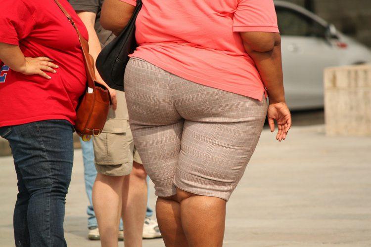 Übergewichtige Passanten
